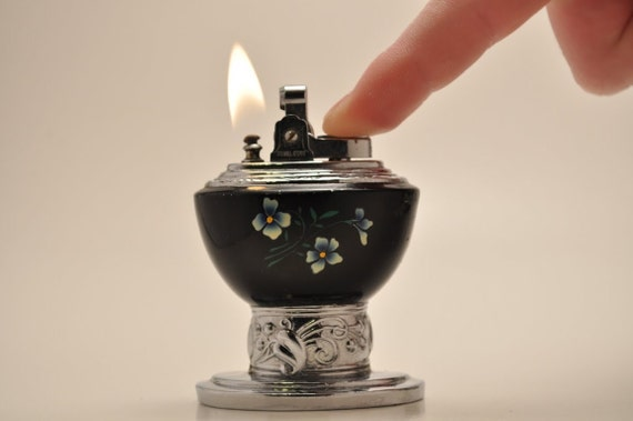 Beautiful Working Royal Star Table Lighter