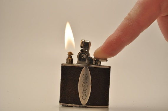 Working Ronson DeLight Pocket Lighter with Brown Leather