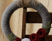 "funky and fresh - charcoal gray yarn wreath with jute and felt flowers : ""the Holly"""