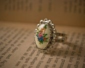Vintage Floral Cameo Ring Silver Adjustable lace edged cute flowers 70s