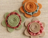 Flower applique embellishments, felt roses and silk yoyos, pink green brown, 3 pcs.