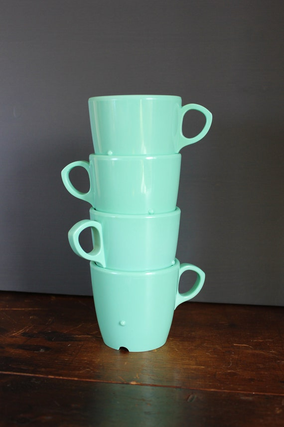 Retro Plastic Cup Set