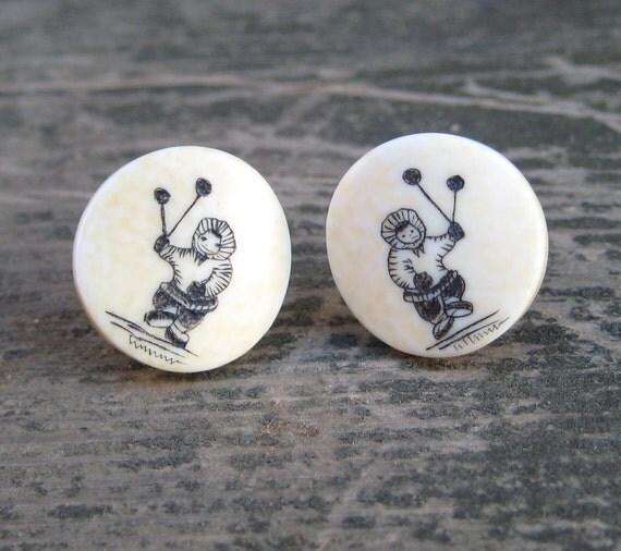 Vintage Eskimo Scrimshaw Ivory Screw Back Earrings