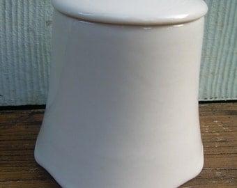 Sugar Bowl With Lid  Walker China Restaurant Ware