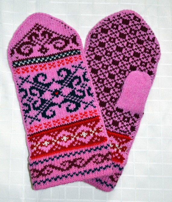 Norwegian Scandinavian hand crafted 100% Wool Mittens, folk art