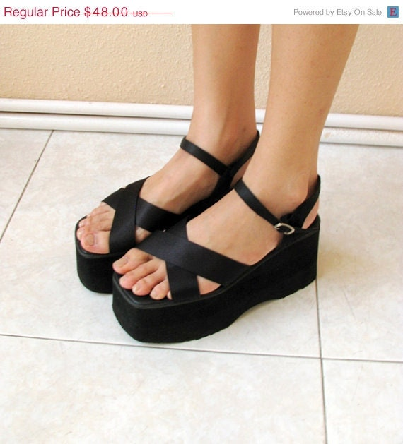 STOREWIDE SALE - - The Criss Cross Chunky Platforms 6