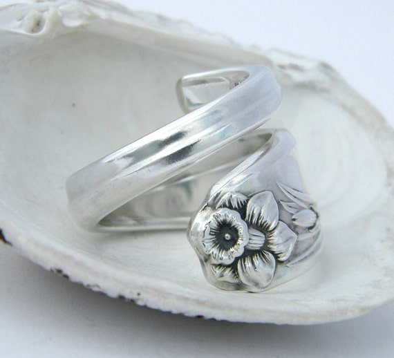 Silver Spoon Ring - Daffodil 1950 - spring ring