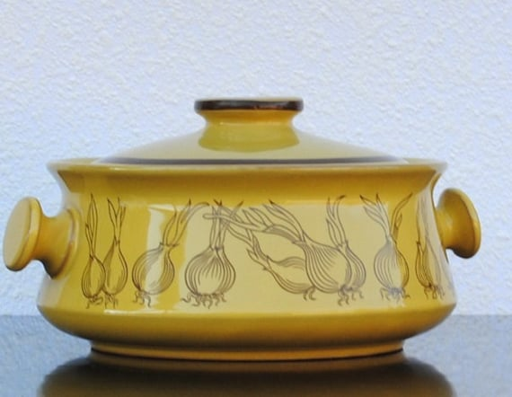 Mod Covered Dish Bowl, French Onion Soup Tureen, Oven Proof Stoneware Mustard Yellow Kitchen Decor Display, Knob Handle, 1.5 Quart