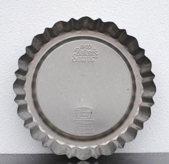 Stoneware Round Cake Pan