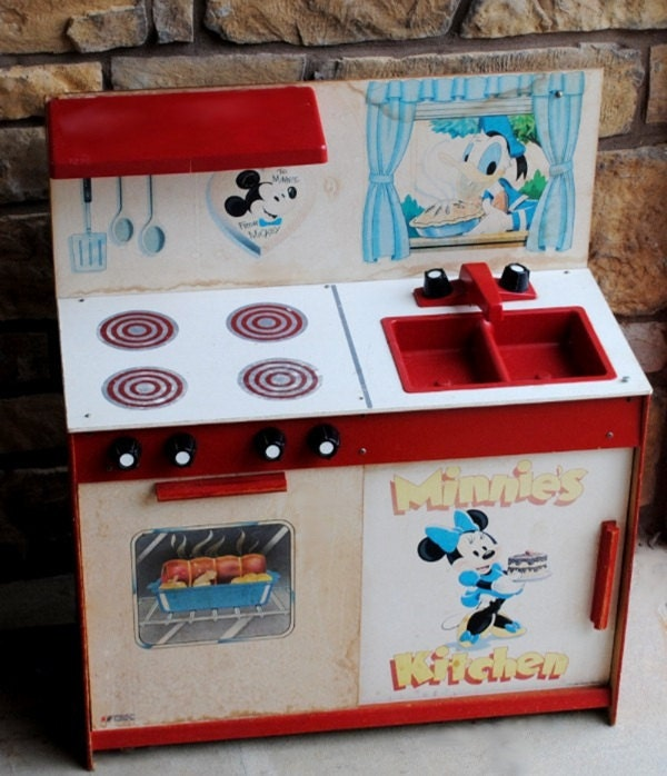 Minnie Mouse Play Kitchen: Vintage Disney Minnie Mouse Kitchen Set Display Toy FREE