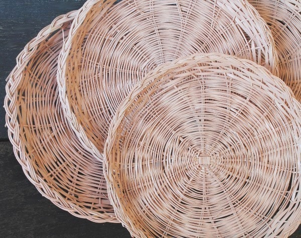 vintage wicker paper plate holders pale pink set of four 4. Black Bedroom Furniture Sets. Home Design Ideas