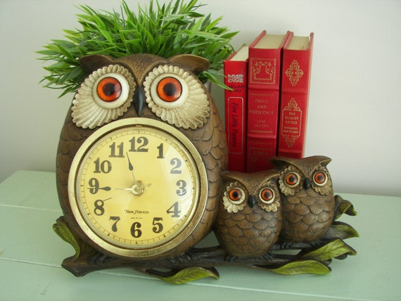 Vintage Burwood  New Haven Mother Owl and Babies Wall Clock