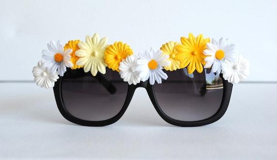 Daisy Flower Rimmed Wayfarer Style Boho Sunglasses