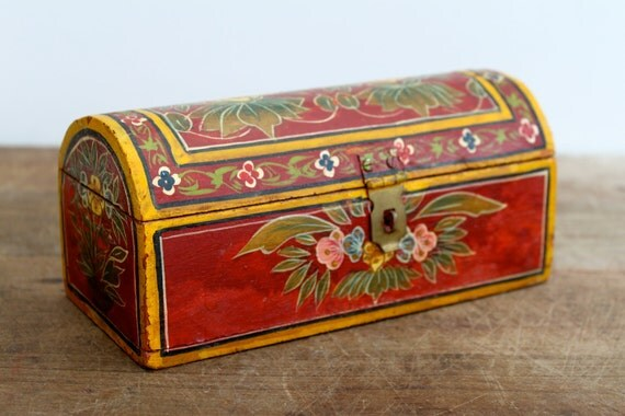Vintage wooden trinket box