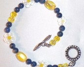 Bracelet, Blue and Yellow, Daisy made by Lavender Daisy on Etsy