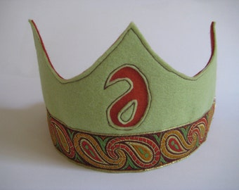 Felt Birthday Crown in Pistache Green and Red Brown tones, Waldorf-style Wool Felt Crown