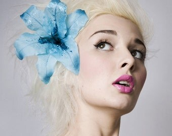 Now, Voyager Lily Hair Clip-Ice Blue Glitter
