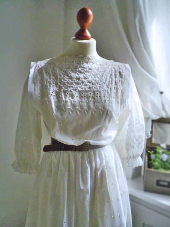 Vintage / White embroidered / openwork / summer dress / Edwarian / romantic Alice/ medium