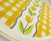 Mikasa Duplex Country Gingham Plate, Maize, Yellow and Tulips, by Ben Seibel 1970s