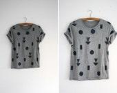 Shirt - grey / blue - random geometry