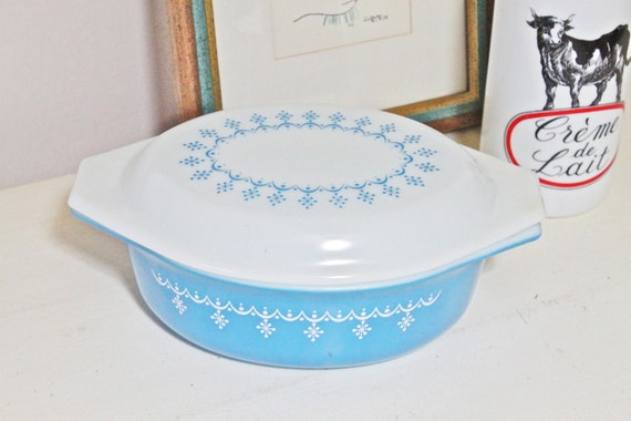 Vintage Pyrex Turquoise Blue Oval Casserole Dish with Matching Cover