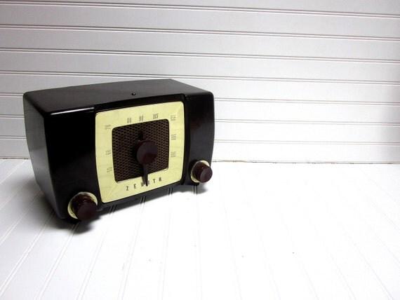 SALE Vintage Radio Zenith Model h615z Bakelite Radio PROP or DECOR