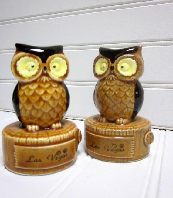 Vintage Owl Salt & Pepper, Las Vegas Travel Souvenir. Ceramic Owl Salt and Pepper Set.