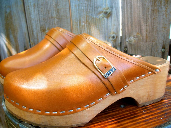 Women's vintage clogs, leather and wood, size 36, 6 by Olof Daughters of Sweden, orange-brown.