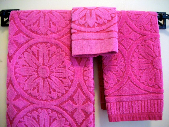 Bright pink and red 3 piece towel set , 100% cotton, Burlington House Collection, NY. 1970's