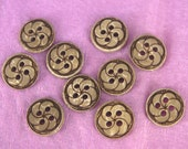 Flower Patterned Natural Coconut Shell Button (x10 pcs)  11mm W2007