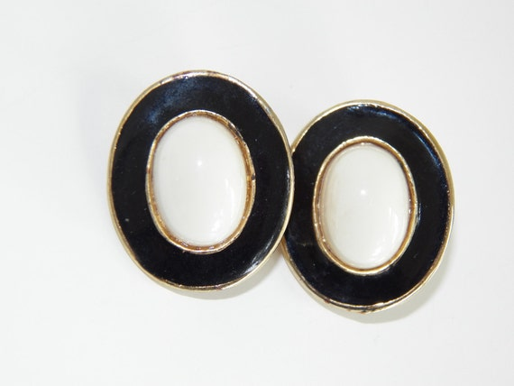 Vintage Costume Jewelry Clip On Earrings Free Shipping White Black Gold