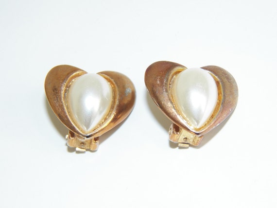 Vintage Heart Clip On Earrings Faux Pearl Gold Tone Free Shipping Costume Jewelry