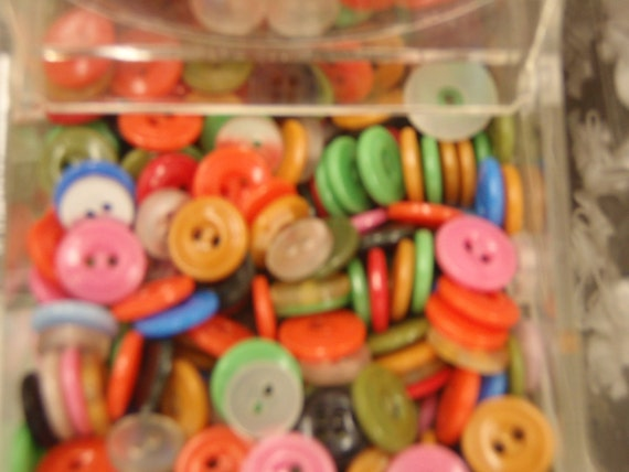 """250 BUTTONS  Assorted Colors """"WHOLESALE Bulk"""""""