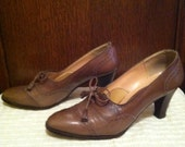 RESERVED light brown wingtip heel oxford shoes size 6M 1940s/50s
