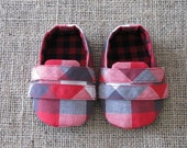Sporty Baby Shoes - PDF Pattern - Newborn to 18 months.