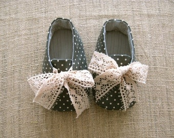 Robby Baby Shoes - PDF Pattern - Newborn to 18 months.