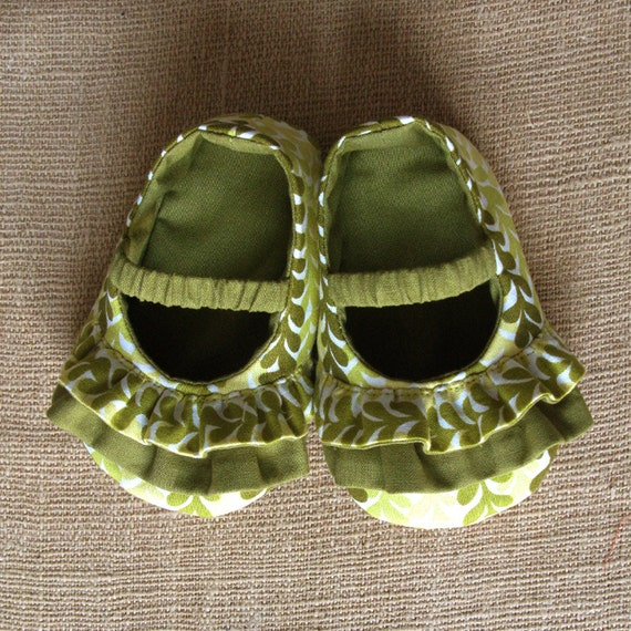 Daisy Baby Shoes - PDF Pattern - Newborn to 18 months.