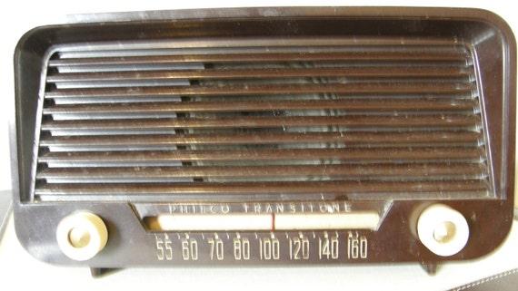 1951 Vintage Philco tube radio///model no. 51-530//am talk//mahogony plastic shell