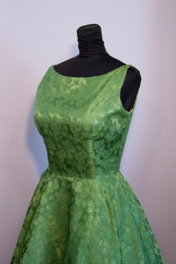 1950's Emerald Green Brocade Full Skirt Dress with Large Bust