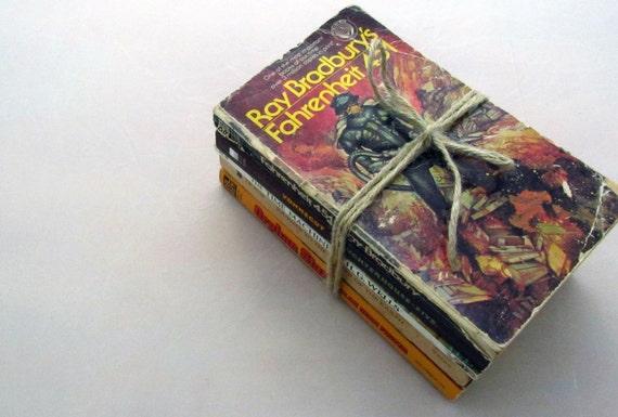 Vintage Paperback Mini-Collection - Vintage Sci Fi - Verne, Wells, Vonnegut,  Bradbury, and Foster