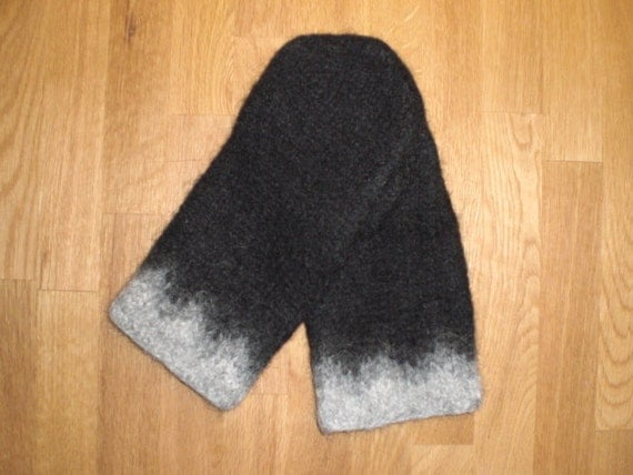 Mittens in black and grey,unisex, hand knitted, felted,Size S-M-L-XL, made to order.