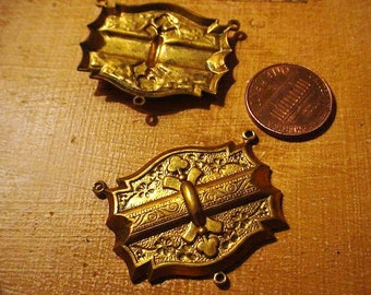 Vintage Jewelry Findings 2 Brass Stampings Engraved Florals Connectors Detailed Victorian Necklaces Steampunk Collages