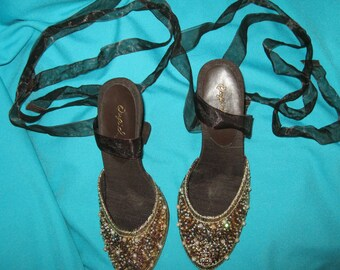 VINTAGE Beaded Sequined  Brass Studs Leather Slip-on  Lace Up Wedge Heel Shoes Brown Gold Pearl Iridescent Size 6 & 1/2