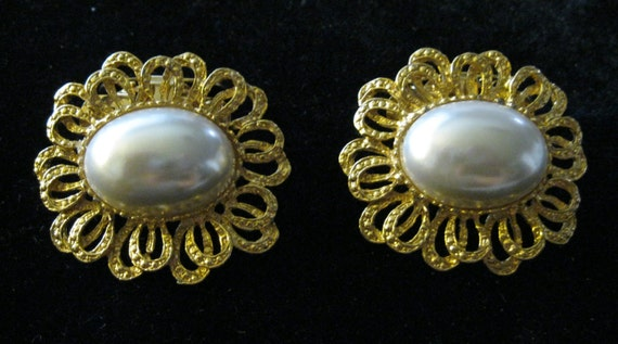 Antique Collar or Shoe Clips Musi Gold & Pearl flower ribbon design