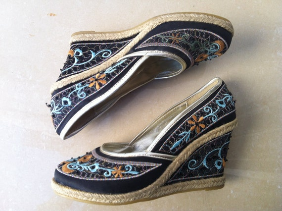 Vintage Embroidered Womens Platforms Shoes Multicolor Cute size 37/ 6.5 US