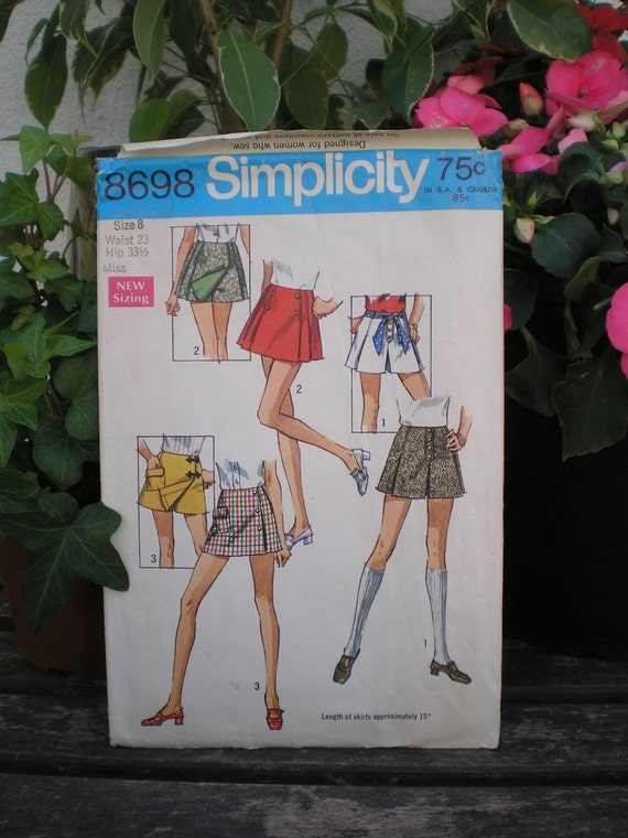 Vintage 1970 70s Simplicity 8698 Scooter Skirt Skort Shorts Sewing Pattern Sz 8 Waist 23