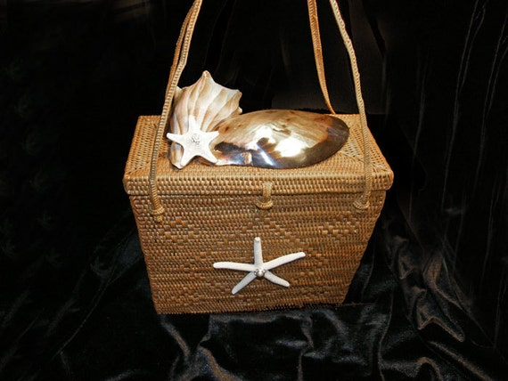 Straw Box Purse with Seashells - Grand Bahamas Shell handbag. Weddings, Proms, Parties, Formal, Informal, Cocktail.