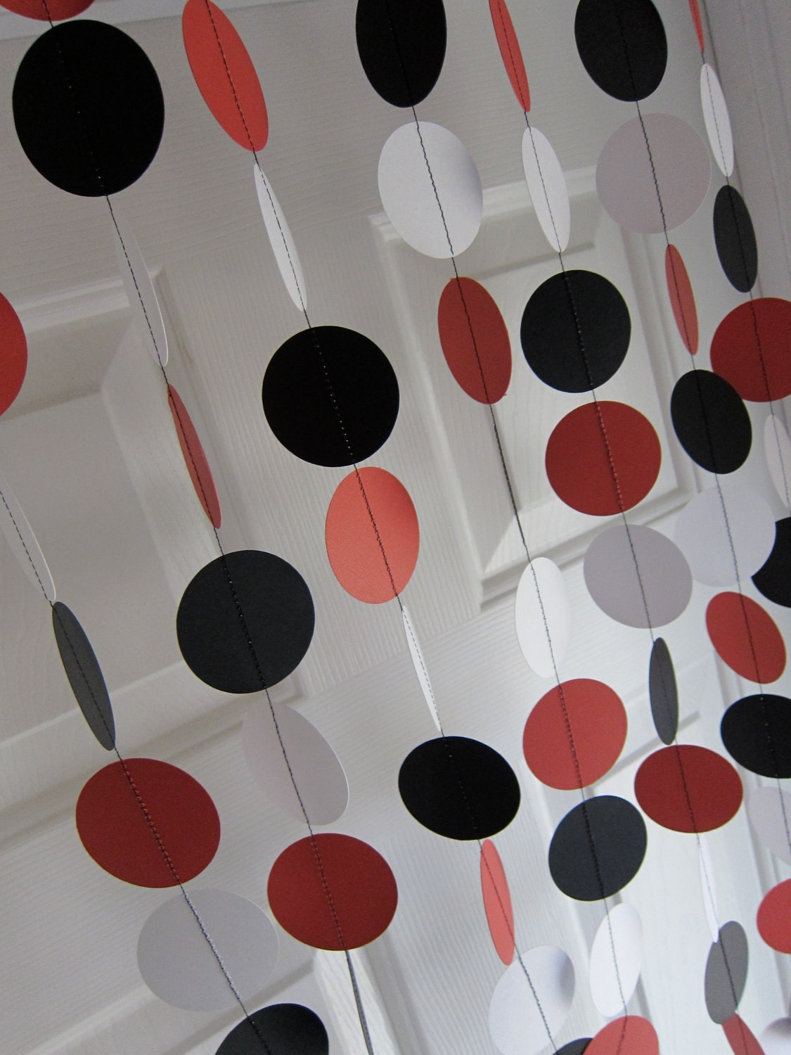 paper garland red black white garland black and white. Black Bedroom Furniture Sets. Home Design Ideas