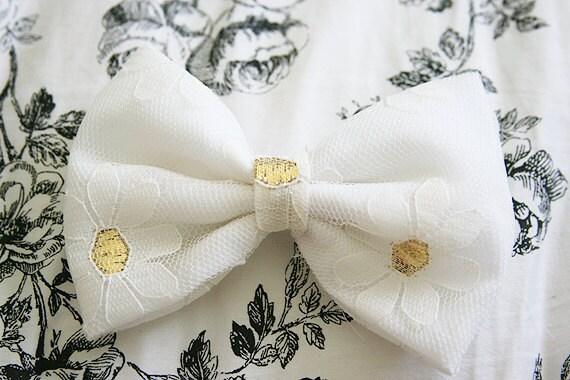Floral (White Daisies) Bow Hair Clip