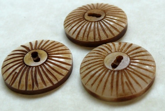 Three Large Buttons Sunburst Natural 1 inch